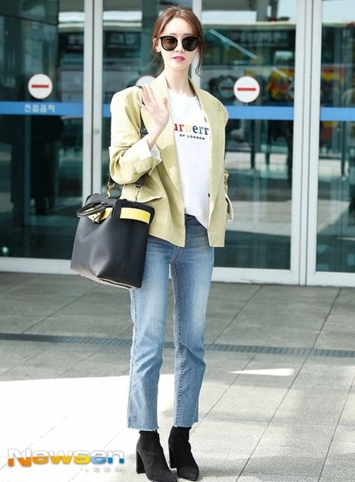 Yoon Ah mặc áo phông 5 triệu đồng, Sulli lộ chân thô - 1