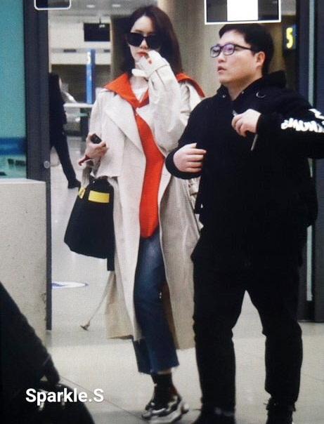 Yoon Ah mặc áo phông 5 triệu đồng, Sulli lộ chân thô - 2