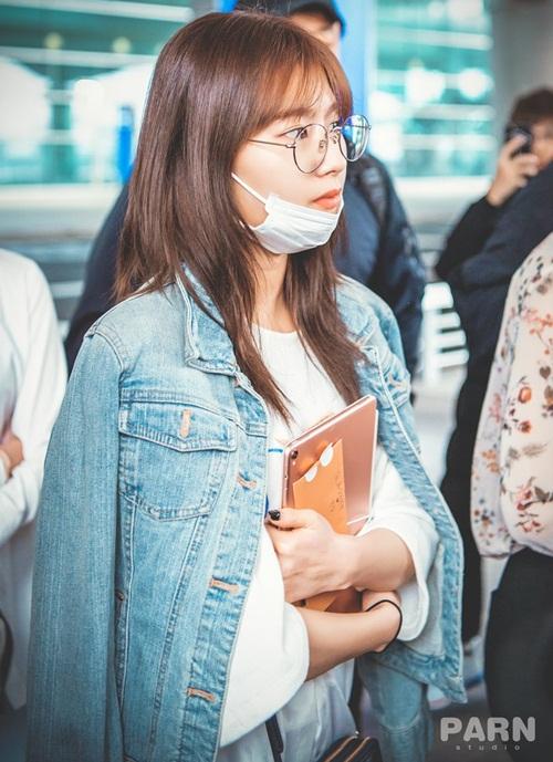 Yoon Ah mặc áo phông 5 triệu đồng, Sulli lộ chân thô - 5