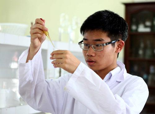 Chàng trai vàng Hóa nhận học bổng từ đại học số 1 thế giới