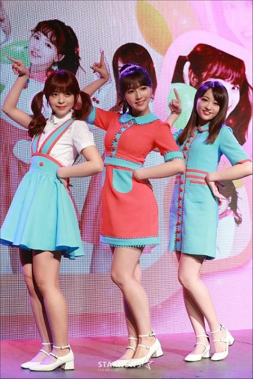 Ba thành viên của Honey Popcorn trong buổi ra mắt truyền thông ngày 21/3.
