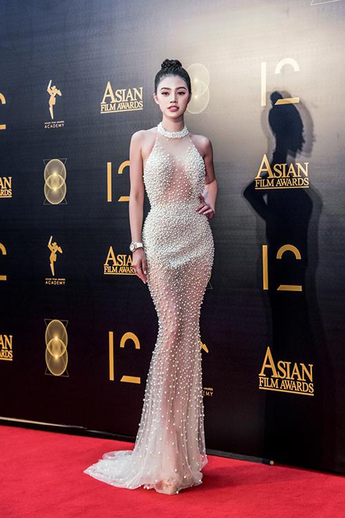 Jolie Nguyễn gợi cảm pose hình với Cổ Thiên Lạc, Hyo Min - 2