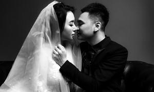 Ảnh cưới đen trắng ngọt ngào của Khắc Việt và bạn gái DJ