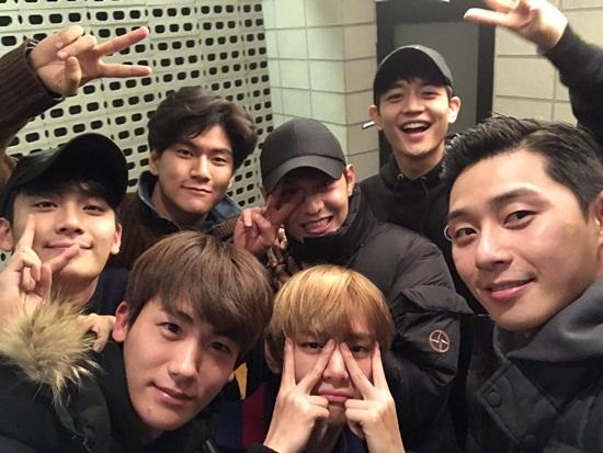 BTS sở hữu hội bạn thân toàn mỹ nam đáng nể của Kpop - 2