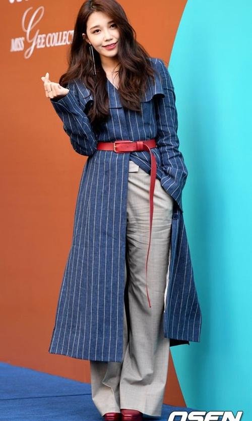 Mỹ nhân 17 tuổi vô tình lộ vòng 1 ở Seoul Fashion Week - 6