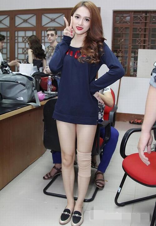 Những phen mặc quần như không khiến sao Việt bị chê lố - 2