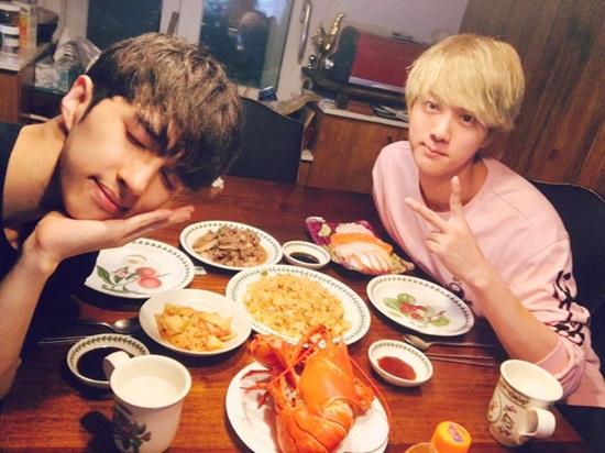 BTS sở hữu hội bạn thân toàn mỹ nam đáng nể của Kpop - 6