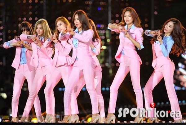6 girl group chứng minh mặc suit quyến rũ chẳng kém váy vóc - page 2 - 7