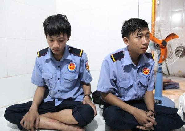 Thanh Sang và Gia An - Hai trong số 3 nhân viên bảo vệ của Carina đã giải cứu cho hơn 40 người dân thoát nạn trong vụ cháy. Người còn lại là chú Trần Văn An, 43 tuổi, ngụ tại quận 8 đã  qua đời do bị ngạt khói trong khi giúp đỡ người dân thoát khỏi biển lửa.