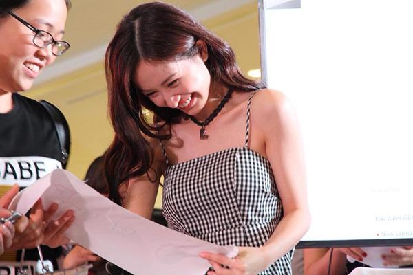 Jun Vũ tự tin nhận mặt xinh, da đẹp trước hàng trăm fan - 3