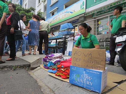 Những hình ảnh ấm lòng và xúc động sau vụ cháy kinh hoàng tại Sài Gòn - 2