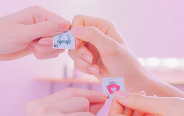 Mỹ phẩm sticker - cơn sốt đang khiến nữ sinh Nhật đua nhau mua - 4
