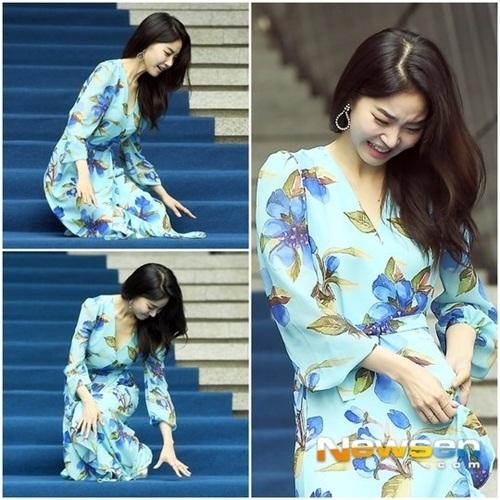 Nữ diễn viên ngã vẫn khí chất, Seul Gi khoe cơ bụng ở Seoul Fashion Week