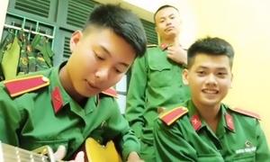 3 anh bộ đội cover 'Cô gái 1m52' khiến hội chân ngắn thích thú