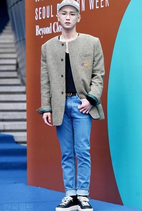 Nữ diễn viên ngã vẫn khí chất, Seul Gi khoe cơ bụng ở Seoul Fashion Week - 4