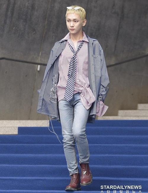 Nữ diễn viên ngã vẫn khí chất, Seul Gi khoe cơ bụng ở Seoul Fashion Week - 5