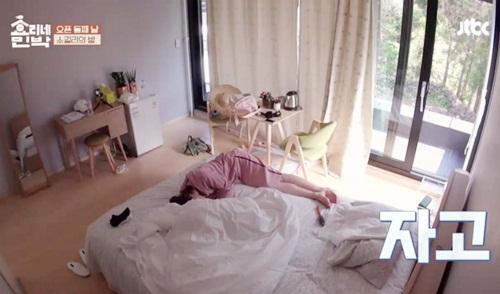 Nhân viên Nhà trọ Hyori khi ngủ: Người đẹp như tranh, kẻ rũ bỏ hình tượng - 5