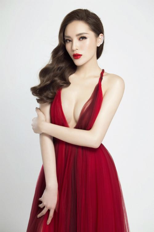 Kỳ Duyên môi dày, ngực đầy xứng danh biểu tượng gợi cảm Vbiz - 3