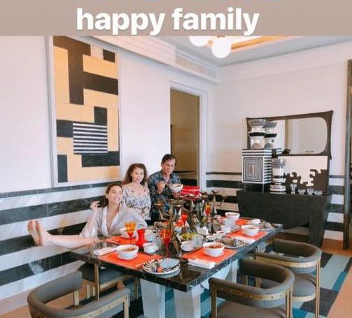 Kim Lý ngày càng thân thiết với bố mẹ Hồ Ngọc Hà