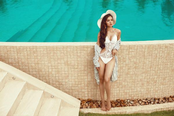 Phương Trinh Jolie thách thức mùa hè với bikini rực lửa - 1