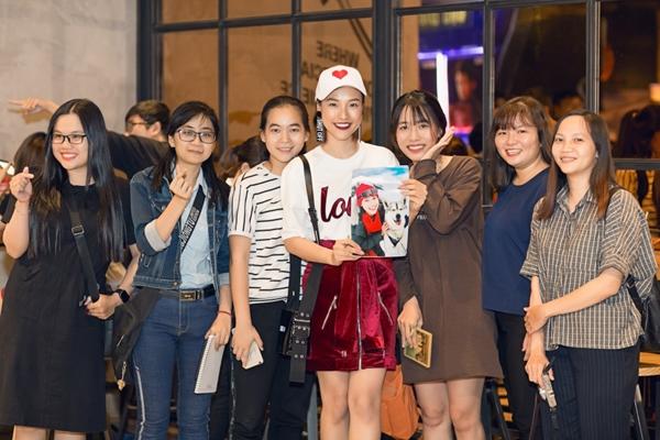 Hoàng Oanh cool ngầu đi gặp fan Dung đại ca - 4