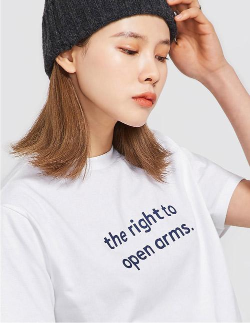 3 mẫu áo phông slogan hot nhất các shop thời trang ngày đầu hè