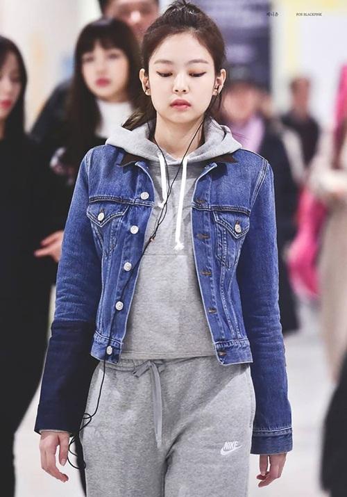 Black Pink biến đổi style, Hwang Seung Eon mặc đồ tập gym ra sân bay - 1