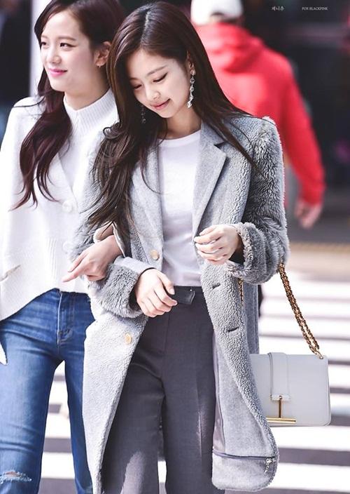Black Pink biến đổi style, Hwang Seung Eon mặc đồ tập gym ra sân bay