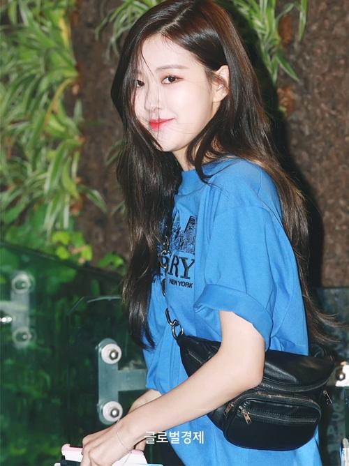 Black Pink biến đổi style, Hwang Seung Eon mặc đồ tập gym ra sân bay - 6