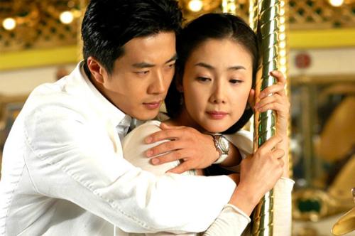 Choi Ji Woo và Kwon Sang Woo trong phim.