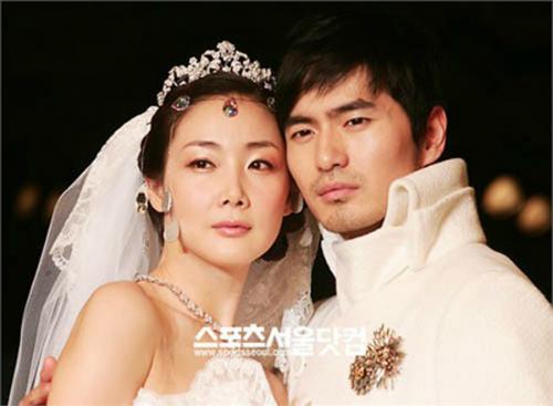 Mối tình với Lee Jin Wook không giúp Choi Ji Woo được mặc váy cưới trong đời