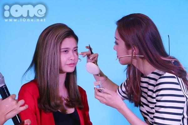 Sao Việt bị hại nhan sắc khi chuyên gia nước ngoài makeup kiểu Hàn, Thái - 10