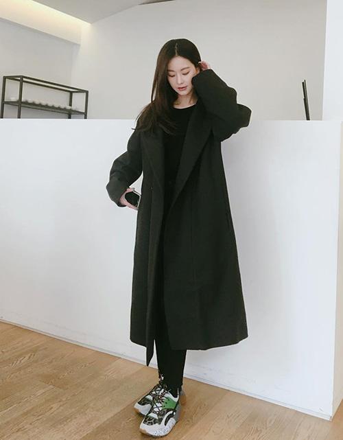 Bạn gái Kim Bum trẻ xinh như hot girl nhờ ăn mặc siêu hack tuổi - 10