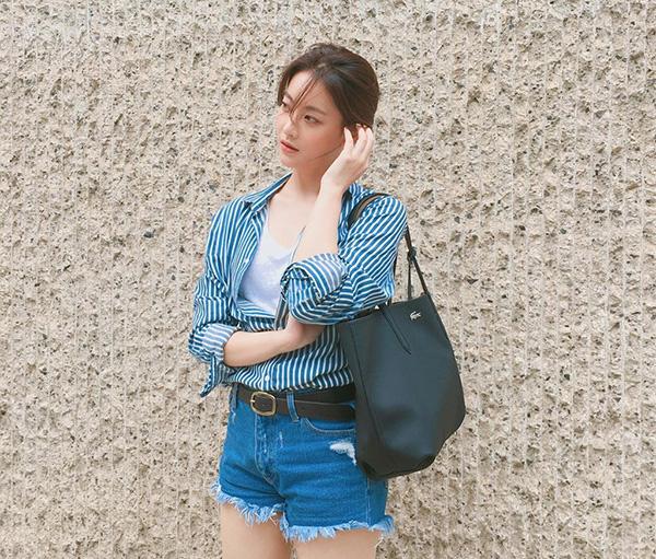 Bạn gái Kim Bum trẻ xinh như hot girl nhờ ăn mặc siêu hack tuổi - 7