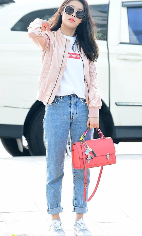 Twice lộ vẻ mệt mỏi, Red Velvet thanh lịch ra sân bay - 5
