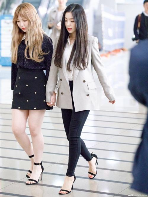 Twice lộ vẻ mệt mỏi, Red Velvet thanh lịch ra sân bay