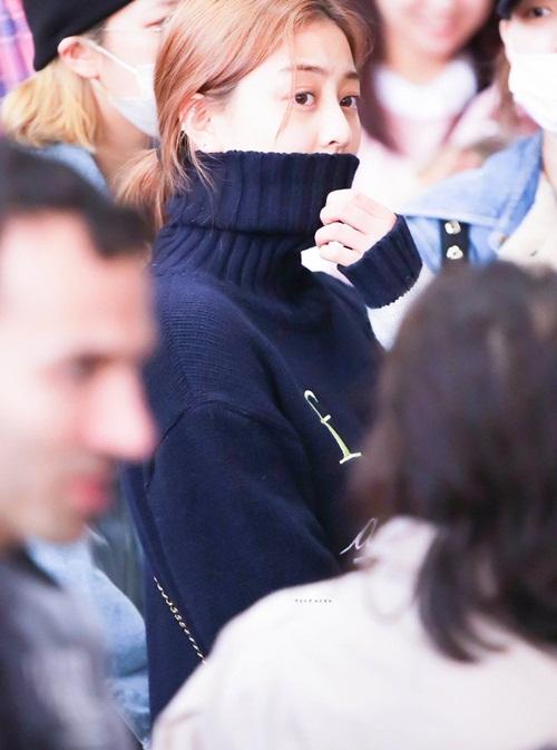 Twice lộ vẻ mệt mỏi, Red Velvet thanh lịch ra sân bay (2) - 5