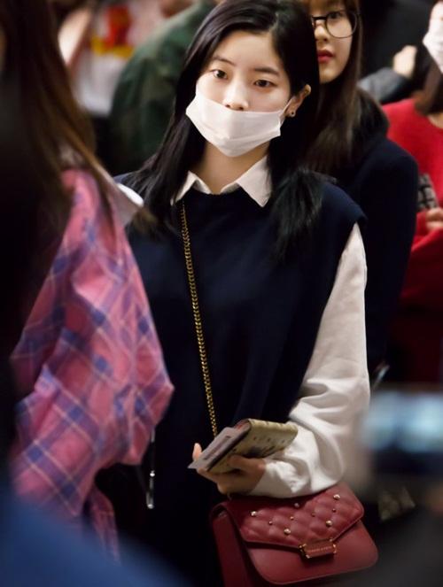 Twice lộ vẻ mệt mỏi, Red Velvet thanh lịch ra sân bay (2) - 6