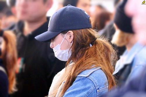 Twice lộ vẻ mệt mỏi, Red Velvet thanh lịch ra sân bay (2) - 2