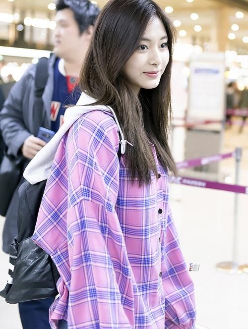 Twice lộ vẻ mệt mỏi, Red Velvet thanh lịch ra sân bay - 6