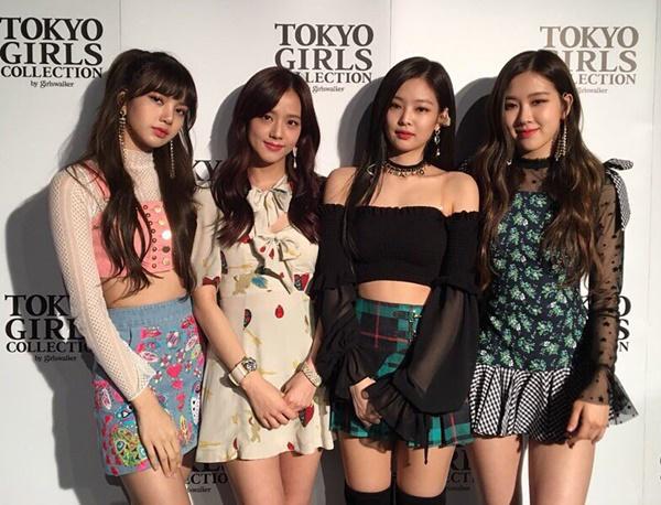 Black Pink xuất hiện tại một sự kiện ở Nhật Bản với những bộ váy ngắn cũn.