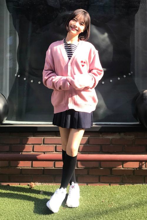 3 kiểu chân váy xinh yêu nữ sinh Hàn chuộng nhất khi đi học - 7