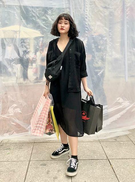 Tắc kín mọi lối đi, nhích từng bước trong hội chợ thời trang đình đám ở Hà Nội - 7