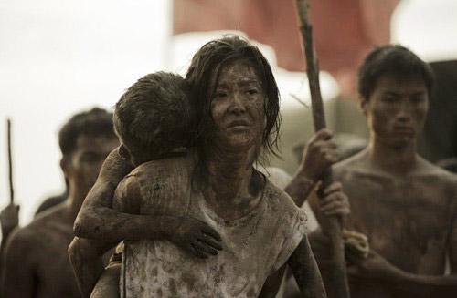 Cảnh lựa chọn đầy ám ảnh và đẫm nước mắt trong Đường sơn đại địa chấn