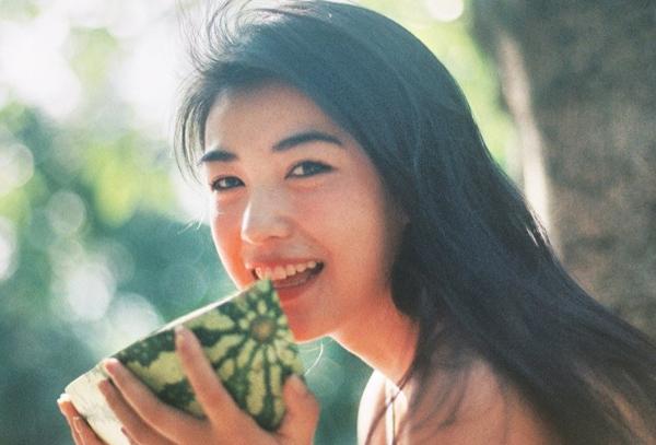 Mốt trang điểm năm 90 giúp các hot girl xứ Trung tôn vẻ đẹp mong manh - 3