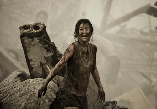 Cảnh lựa chọn đầy ám ảnh và đẫm nước mắt trong Đường sơn đại địa chấn - 2