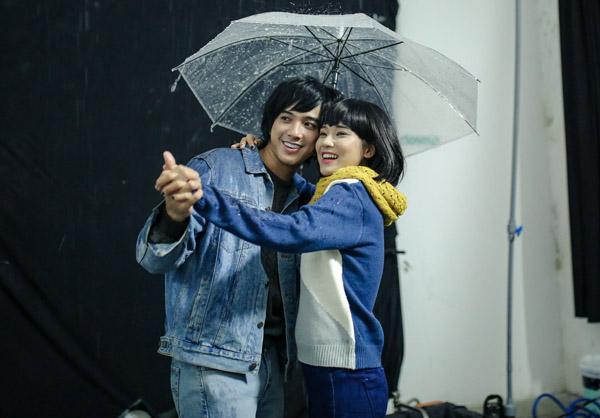 Yến Chibi được hot boy Tháng năm rực rỡ nhấc bổng, hôn sâu dưới mưa - 2