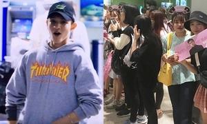 'Hoàng tử lai' Samuel há hốc miệng trước 'rừng' fan Việt chờ đón