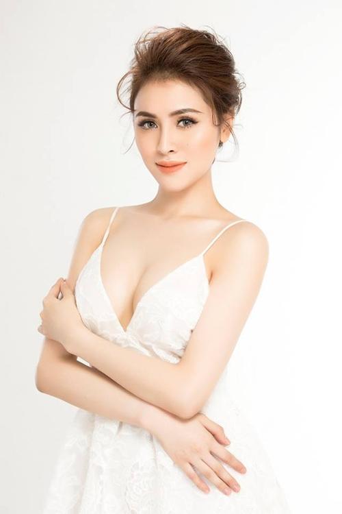 Đường cong nuột của đại diện Việt Nam thi Miss Eco International 2018 - 2
