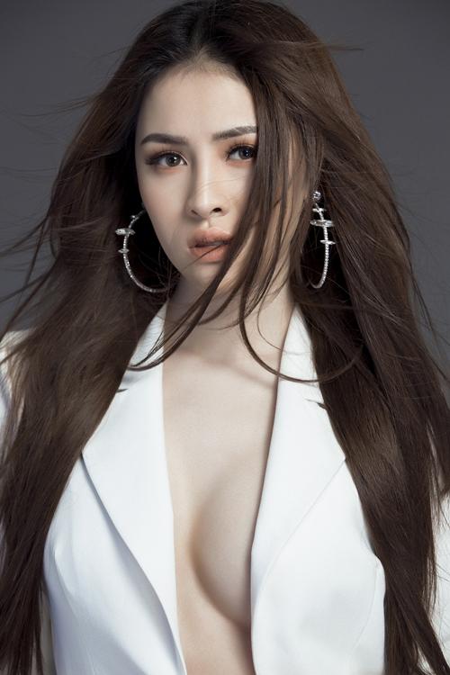 Đường cong nuột của đại diện Việt Nam thi Miss Eco International 2018 - 1